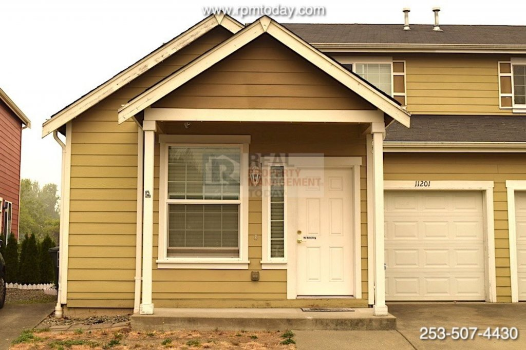 property_image - Townhouse for rent in Tacoma, WA